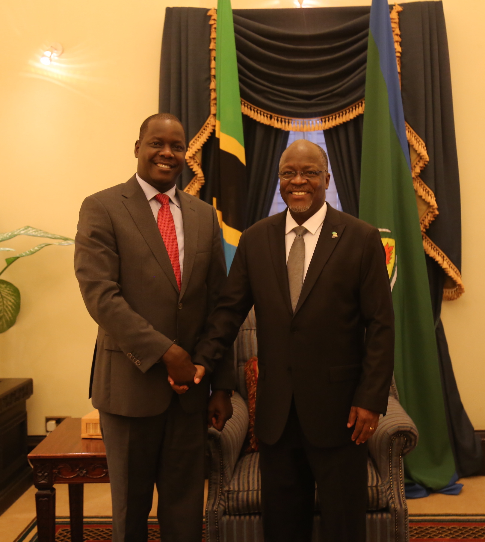 H.E Dr John Pombe Joseph Magufuli and the EALA Speaker, Rt Hon Daniel F. Kidega at the meeting in State House in Dar Es Salaam